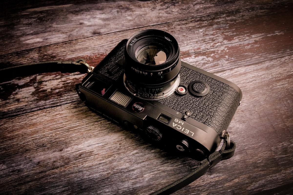 Loading a LeicaM6